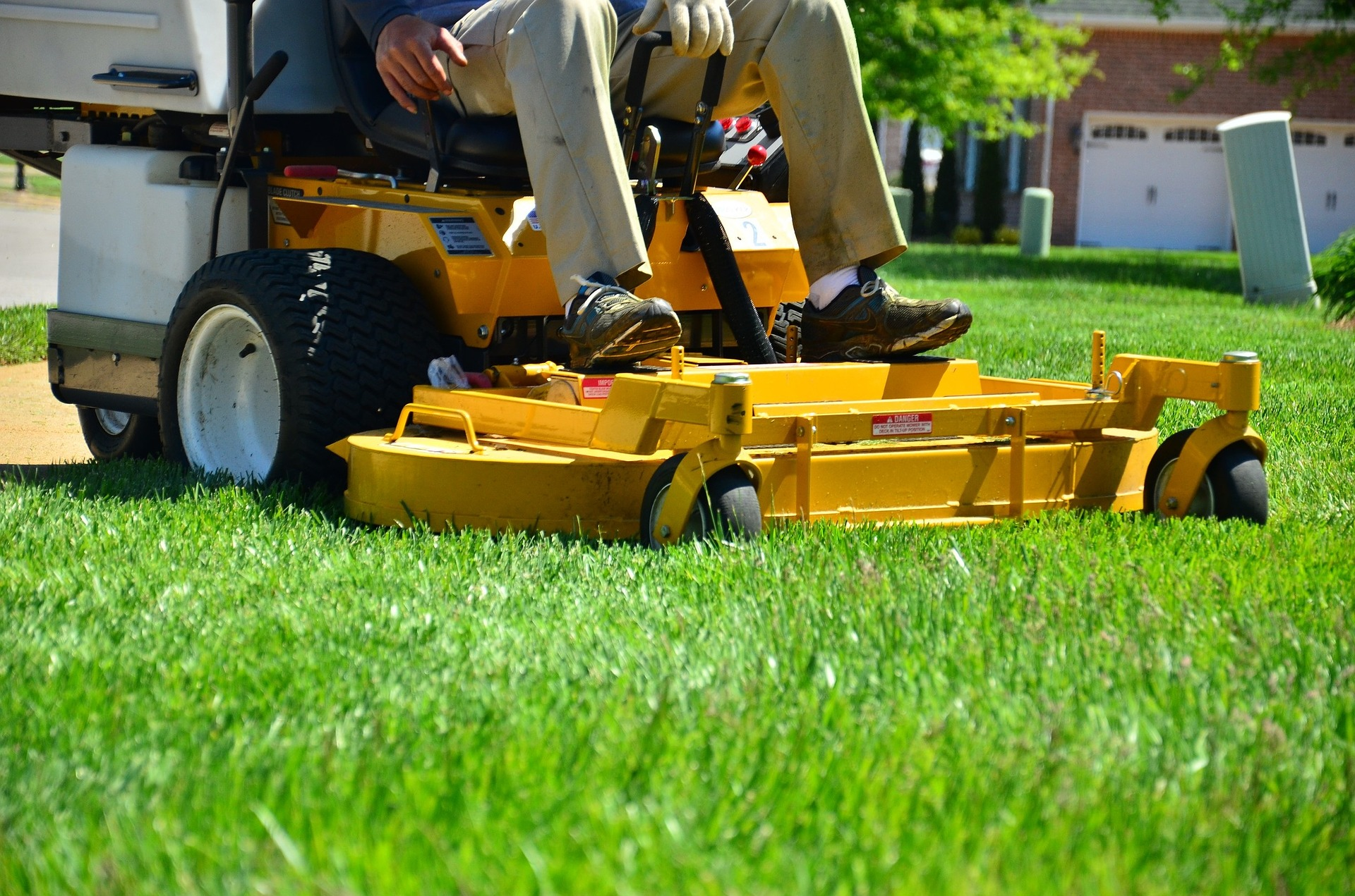 Ride-On-Mower-For-Pro-Lawn-Maintenance